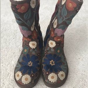 Authentic Floral Boho Flower Wahine Ugg Boots 8.